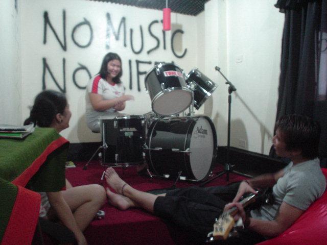 DSC01206musicroom.JPG
